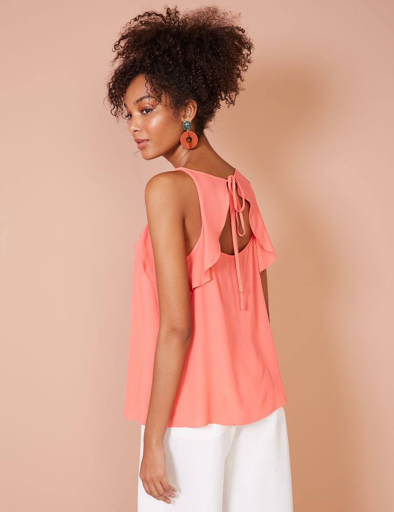 Blusa rosa de alça com babado vista de lado