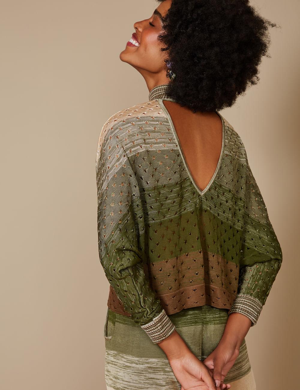 blusa-mescla-verde-com-furos-p-costa