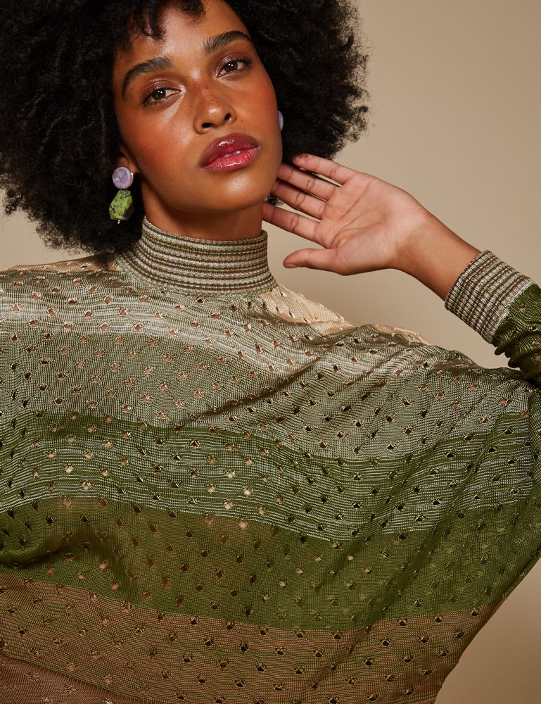 blusa-mescla-verde-com-furos-p-frente