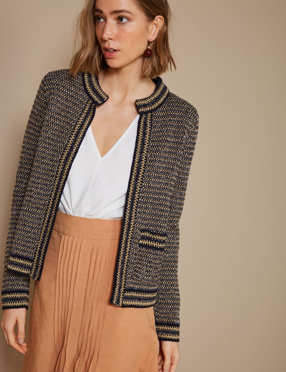 casaco-tweed-com-um-bolso-m