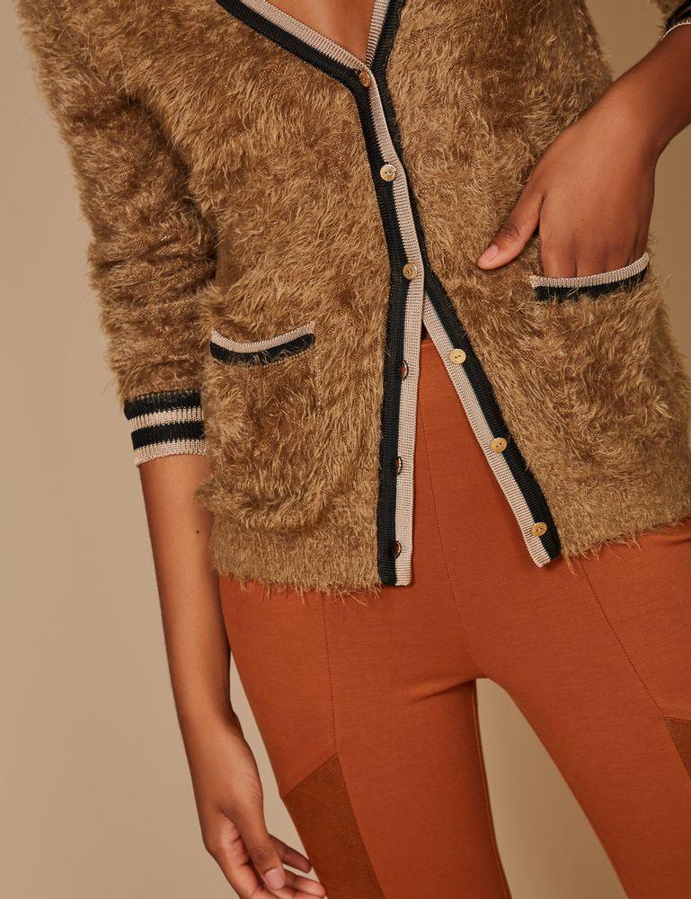 casaco-pelo-decote-listras-detalhe-m