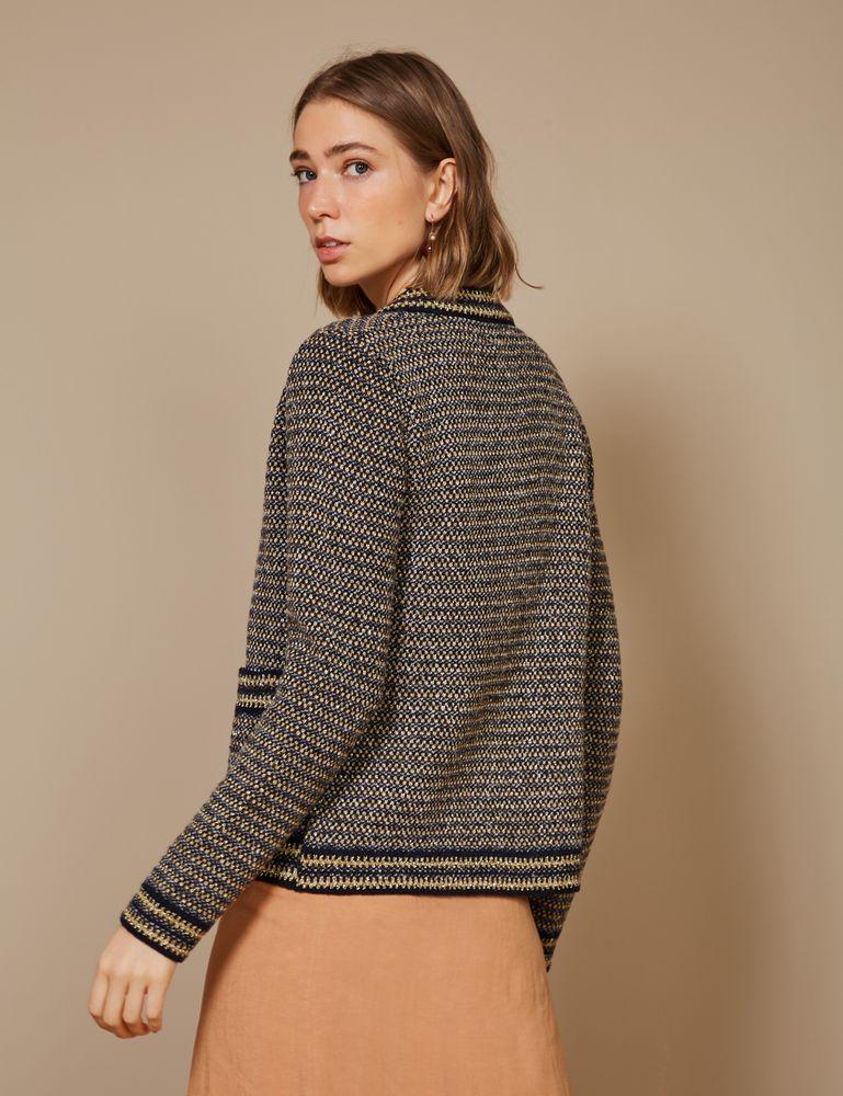 casaco-tweed-com-um-bolso-costas-m