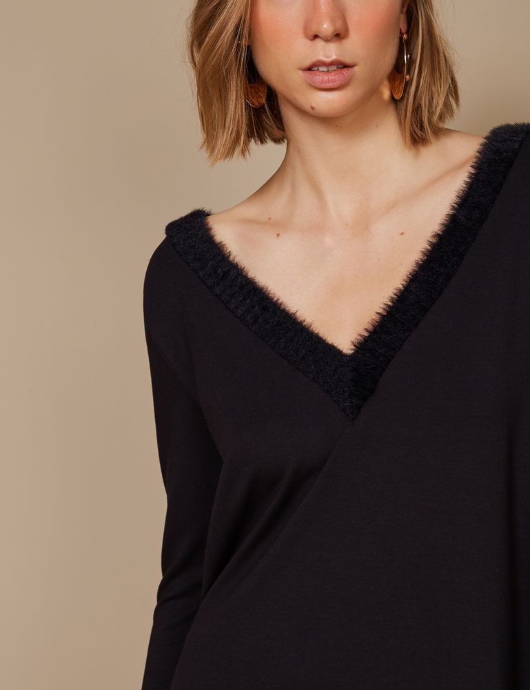 blusa-manga-longa-detalhes-pelos-preto-detalhe-p