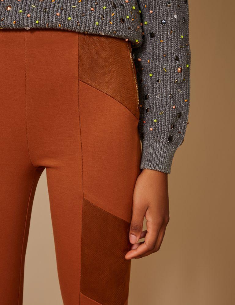 calca-reta-recorte-diagonal-marrom-detalhe-g