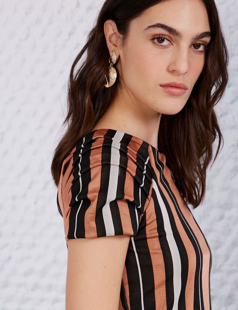 1502028_019_2-BLUSA-CROPPED-LISTRA-CAMELO